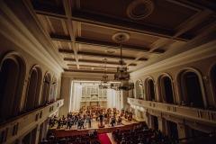 Sala koncertowa im. Karola Stryji z perspektywy balkonu.