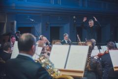 Dyrygent Sebastian Perłowski z perspektywy orkiestry