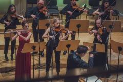 Magdalena Maliszewska, Śląska Orkiestra Kameralna grający w pozycji stojącej, Maciej Tomasiewicz