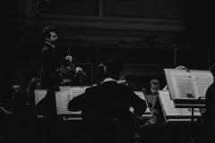 Czarno-białe zdjęcie. Yaroslav Shemet, Orkiestra Symfoniczna Filharmonii Śląskiej