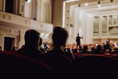 Publiczność zgromadzona w sali