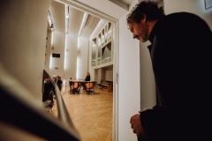 Dyrygent - Aleksandar Marković - wchodzący na scenę