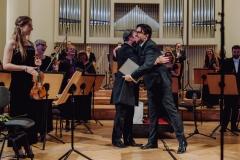 Mirosław Jacek Błaszczyk i Adam Wesołowski, orkiestra w pozycji stojącej