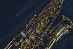 Saksofon w futerale
