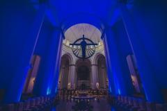 Wnętrze Archikatedry, oświetlonej na niebiesko