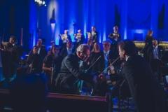 Uścisk dłoni dyrygenta z koncertmistrzem