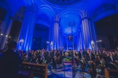 Stojąca podczas oklasków orkiestra