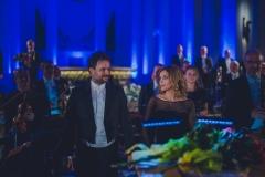 Dyrygent, solistka oraz orkiestra podczas oklasków