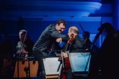 Dyrygent i orkiestra po zakończeniu koncertu