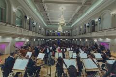 Orkiestra Symfoniczna Filharmonii Śląskiej widoczna z perspektywy estrady