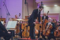 Dyrygent Yaroslav Shemet, Orkiestra Symfoniczna Filharmonii Śląskiej podczas oklasków