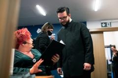 Za kulisami dyrygent Jan Stańczyk i prowadząca koncert Regina Gowarzewska
