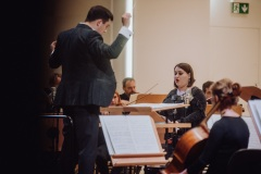 Dyrygent, orkiestra oraz solistka Monika Sendrowska