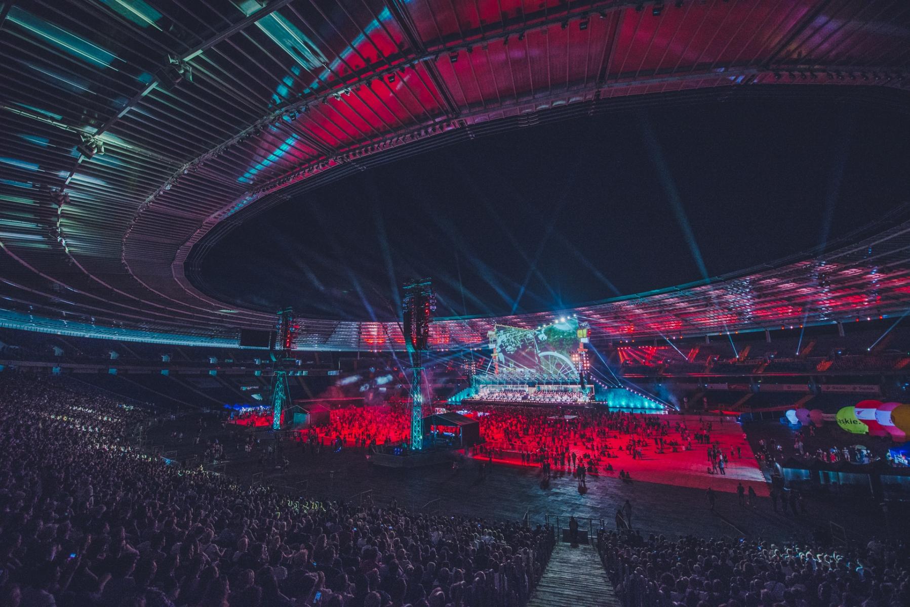 Publiczność zgromadzona na stadionie