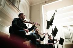 Muzycy sekcji skrzypiec