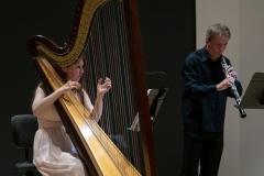 Kobieta grająca na harfie oraz mężczyzna grający na oboju (Agnieszka Kaczmarek-Bialic i Adam Stachula)