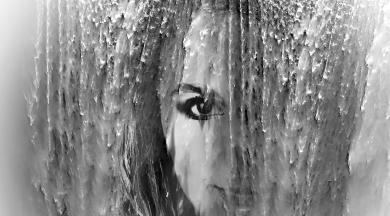 Twarz kobiety wkomponowana w wodospad - grafika EKO przedstawiająca Annę Podulkę