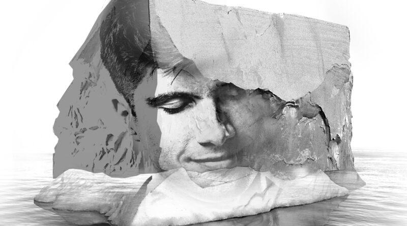 Grafika przedstawiająca twarz mężczyzny wkomponowaną w bryłę lodowca.